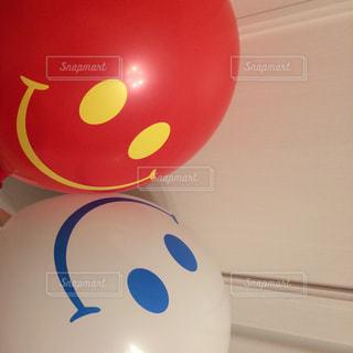 子どもが車屋さんでいただいた、にこにこ風船ですの写真・画像素材[1429399]