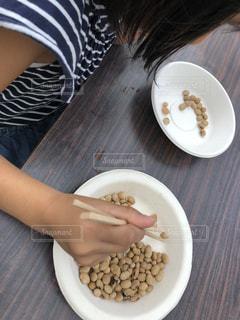 チャレンジランキングの豆つかみ競争にチャレンジの写真・画像素材[1445777]