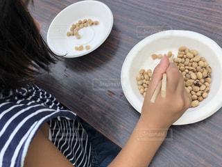 チャレンジランキングの豆つかみ競争にチャレンジの写真・画像素材[1445796]