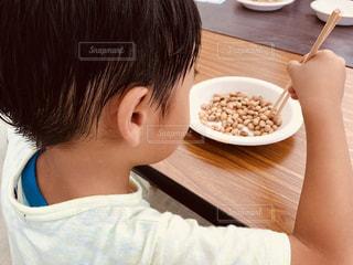 チャレンジランキングの豆つかみ競争にチャレンジの写真・画像素材[1445829]
