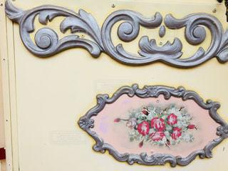 近くに飾られた壁のアップの写真・画像素材[1449927]