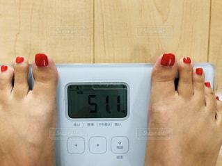 体重計で体重測定の写真・画像素材[1449933]