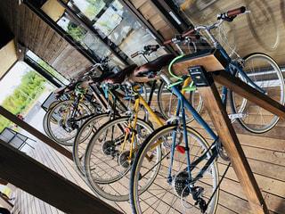 自転車は歩道に駐車の写真・画像素材[1456513]