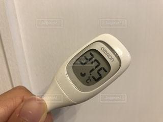 体温計を持つ手の写真・画像素材[1502057]