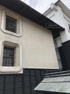 白壁の土蔵の写真・画像素材[1575263]