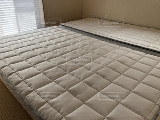 和室の畳の上にベッドマットレスの写真・画像素材[1583863]