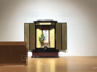 ステージ上の仏壇の写真・画像素材[1624643]