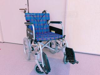 小さいタイヤの車椅子の写真・画像素材[1672918]