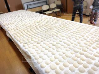 神社のお祭りの餅撒きの餅作りの写真・画像素材[1980463]