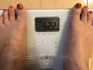 筋トレ、エクササイズ、ジム、ストレッチ前の体重の写真・画像素材[2302144]