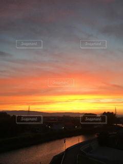 街に沈む夕日の写真・画像素材[1387868]
