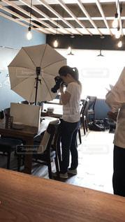 写真撮影するカメラマンの写真・画像素材[1391006]