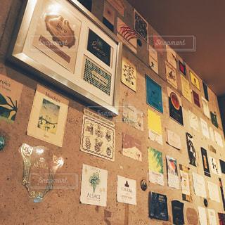 壁にかかっている絵の写真・画像素材[1388874]