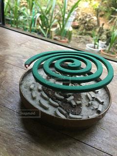 おじいちゃん家の蚊取り線香の写真・画像素材[1389175]