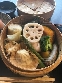 ブロッコリーと食品のボウルの写真・画像素材[1392728]