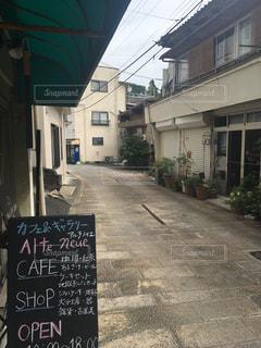 通り側にサインの写真・画像素材[1393517]