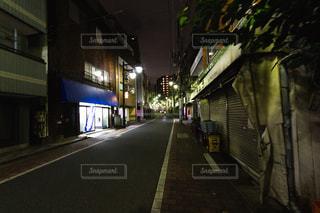 街の夜道の写真・画像素材[1404552]