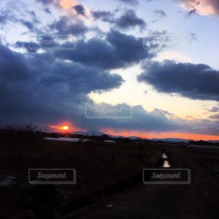 近くに空には雲の上の写真・画像素材[950335]