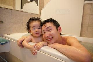 一緒に入るお風呂の写真・画像素材[1392920]