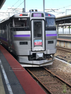 函館ライナーが駅に停止の写真・画像素材[1392994]