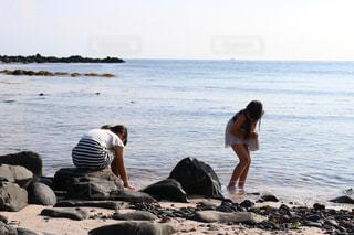 海で遊ぶ姉妹の写真・画像素材[1399218]