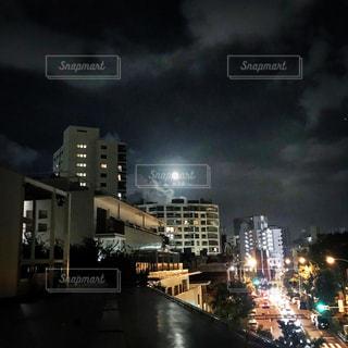 夜の街の景色の写真・画像素材[1398004]