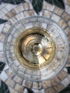 シャンパンのその先に見えるのは…、どんな世界?の写真・画像素材[2137537]