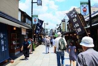 街の通りを歩いているの写真・画像素材[1399088]