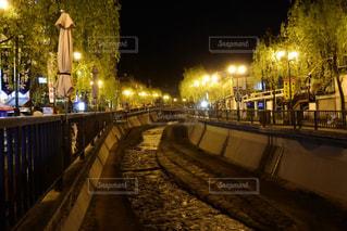 夜の街の景色の写真・画像素材[1399091]