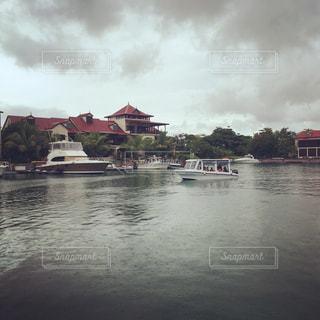 ヴィラとボートの写真・画像素材[1399370]