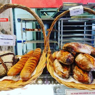 朝食にフランスパンをの写真・画像素材[1476199]
