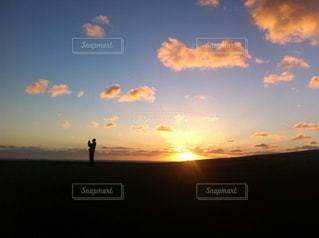 夕焼け空に浮かぶ雲の写真・画像素材[1407497]