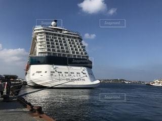 クルーズ途中の大型船の写真・画像素材[1400694]