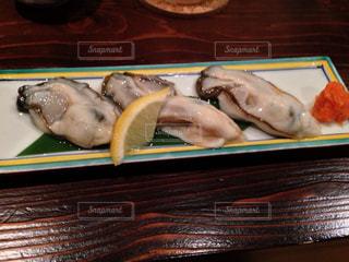 生牡蠣の料理 お皿の写真・画像素材[1401133]
