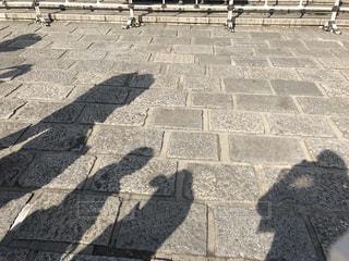 武道館の石畳に映る人の影の写真・画像素材[1401629]