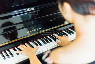ピアノの鍵盤の写真・画像素材[1401531]