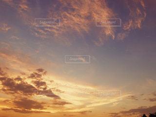 空には雲のグループの写真・画像素材[1401585]