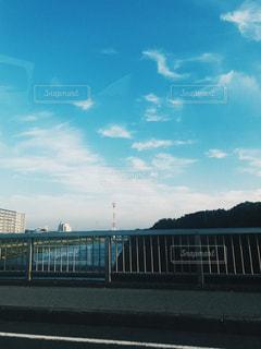 水の体の上の橋の写真・画像素材[1403101]