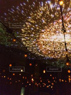 空に花火のグループの写真・画像素材[1706982]