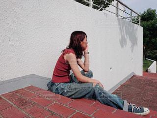 座っている女性の写真・画像素材[1404834]