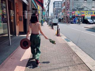 街を歩いている人の写真・画像素材[1466889]