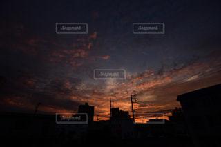 夕暮れ時の都市の景色の写真・画像素材[1468725]