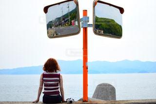 ビーチの前に立っている人の写真・画像素材[1480405]