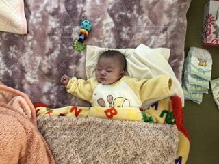赤ちゃんスヤスヤの写真・画像素材[1405100]