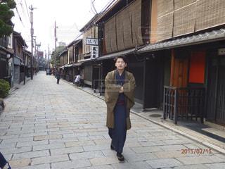京都の歩く若旦那の写真・画像素材[1406147]