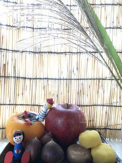 テーブルにフルーツ ボウルの写真・画像素材[1531519]
