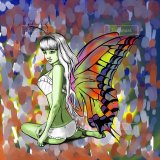 羽を着る女の写真・画像素材[814462]