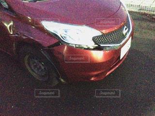 赤い車の事故の写真・画像素材[1409938]