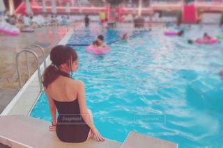 プールの女の子の写真・画像素材[1838200]