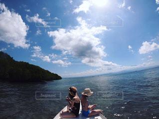 ボートの上の写真・画像素材[2235628]